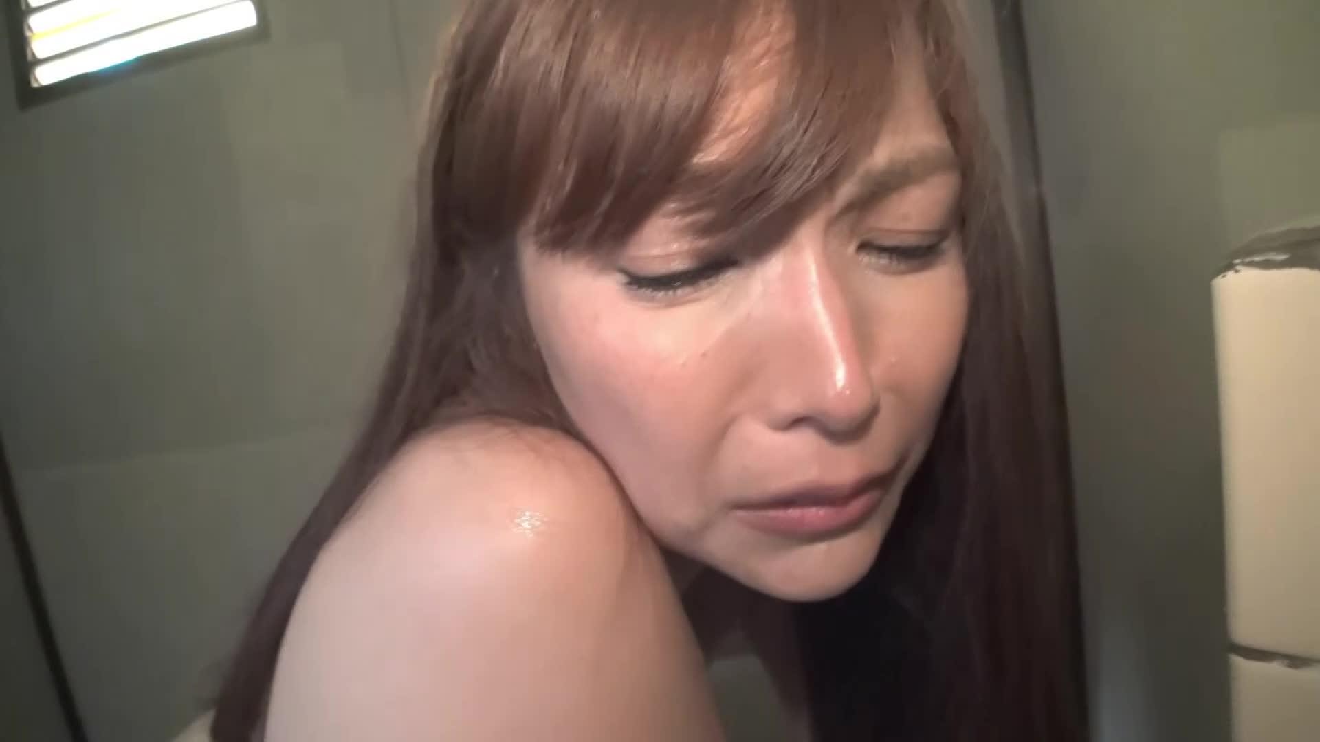 《**》ギャルとサーファーお姉のトイレ覗き♡